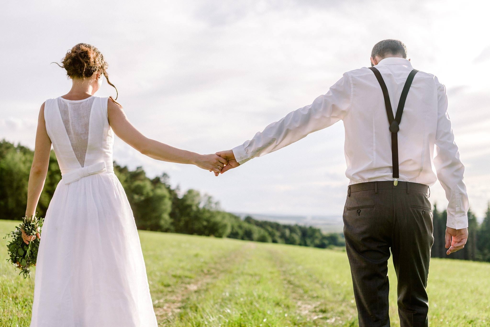 Lněné svatební šaty